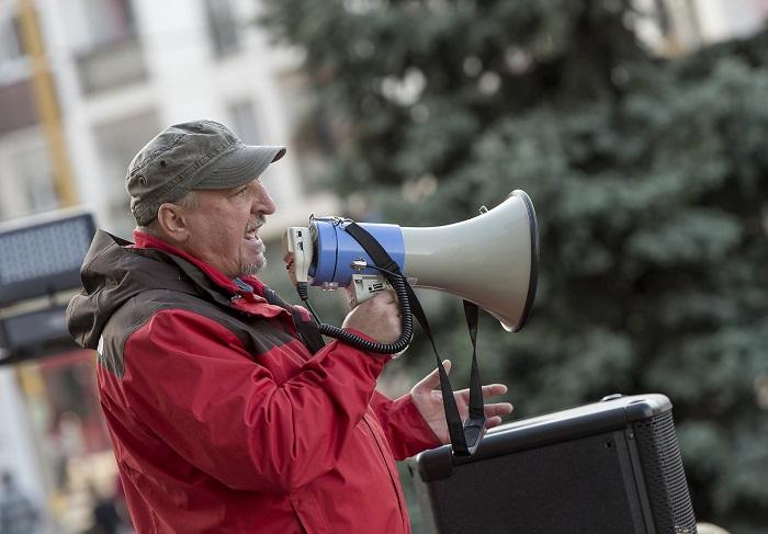 Odacsap az MSZP a Momentumnak, bevetik Komjáthi Imrét Csepelen