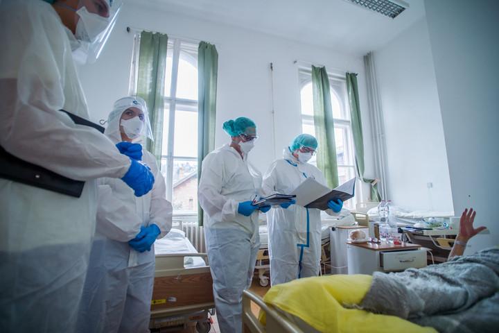 Beengedték az M1 stábját a Honvéd Kórház Covid-osztályára – ez az első ilyen videó itthon