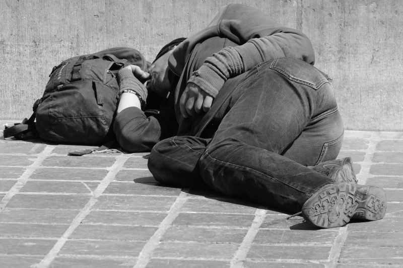 Kommandósok mentek a két rendőrért, akik összevertek két hajléktalant