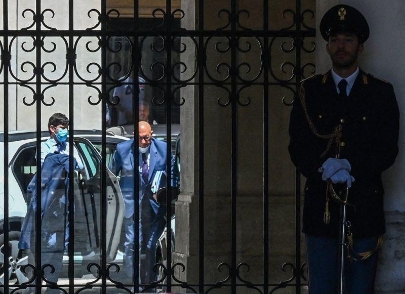 Már közel 100 ezer halott van Olaszországban, a fél országot zárlat alá helyezik