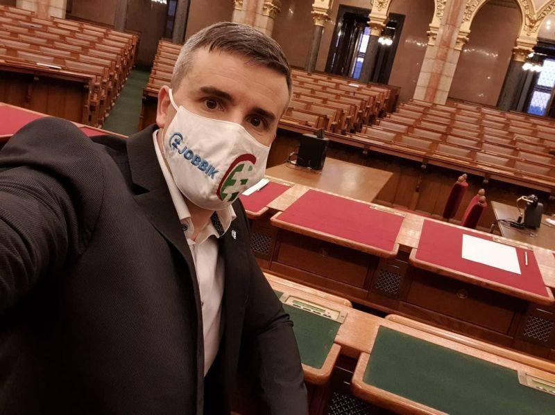 """Jakab Péter üzenete a Parlamentből: """"hol van a kormány?"""""""
