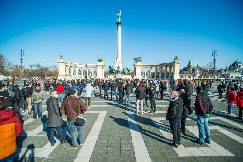 24.hu: Összesen egymillió forintra bírságolták Gődényt a tüntetés miatt