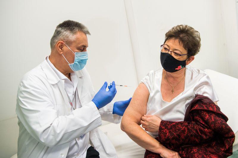 """""""Amit mi behozunk ebbe az országba, azokat jó alaposan megvizsgáljuk"""" – Müller Cecília videón árulta el, hogyan engedélyeztetik a vakcinákat Magyarországon"""