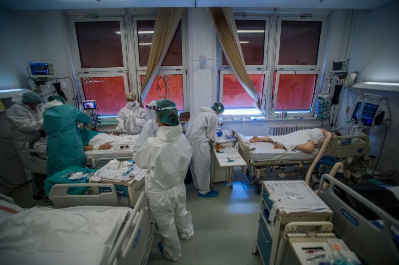 Hosszú idő után újra fotók jelentek meg Magyarországi kórházak intenzív osztályairól