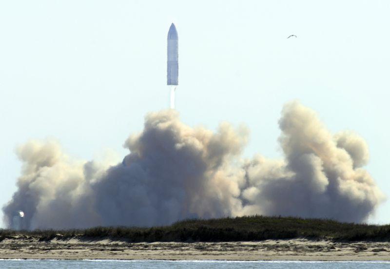 Élő adásban leszállás után ismét felrobbant Musk Mars-űrhajója – videó