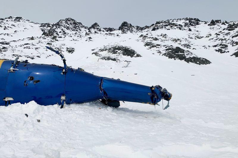 Most sikerült elszállítani az alaszkai gleccserről a Telenor-tulajdonos lezuhant helikopterét
