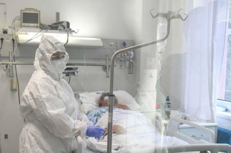 A rezidenseket is a kórházi betegekhez irányítja át a kormány