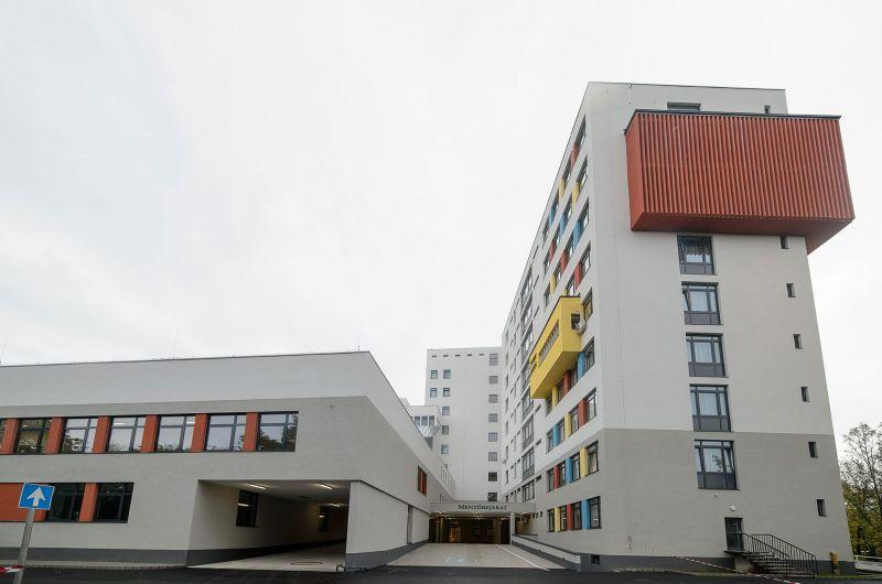 Megtelt a hatvani kórház, tele az intenzív 40-50 éves betegekkel