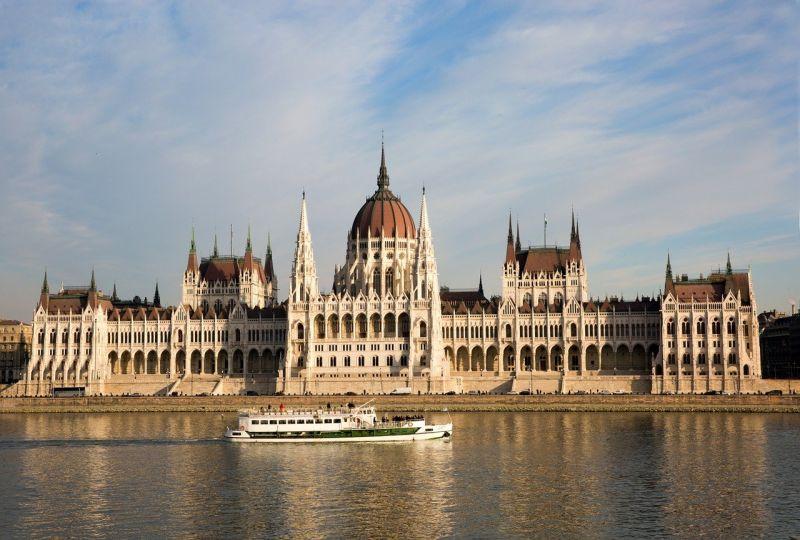 Felvirradt az ellenzék napja, személyesen Orbánnak tehetik fel a kérdéseiket az országházban