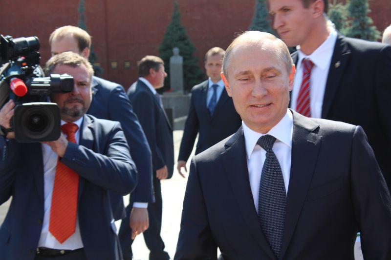 Putyint is oltják, higgyük csak el, mert látni nem fogjuk