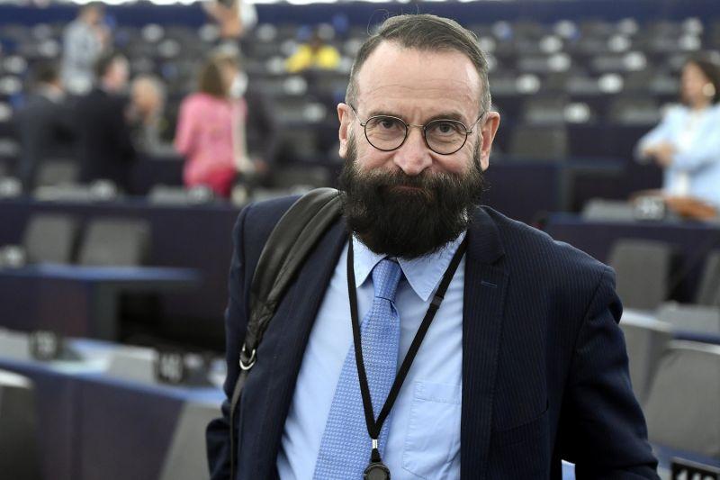 Brüsszeli orgia: Végül mégsem kerültek adásba a Szájer elfogásáról készült felvételek