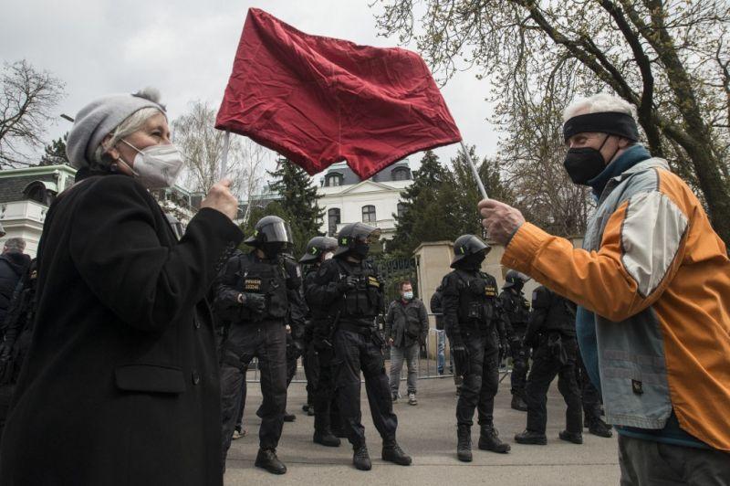 Moszkva tiltakozott Prágánál diplomatáinak kiutasításai miatt