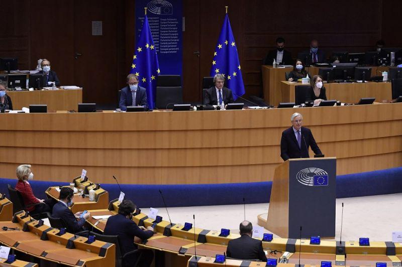 Levelet írtak az EP-képviselők von der Leyennek, hogy a Magyarországnak az uniós segélycsomagból járó pénz 20 százaléka eltűnhet