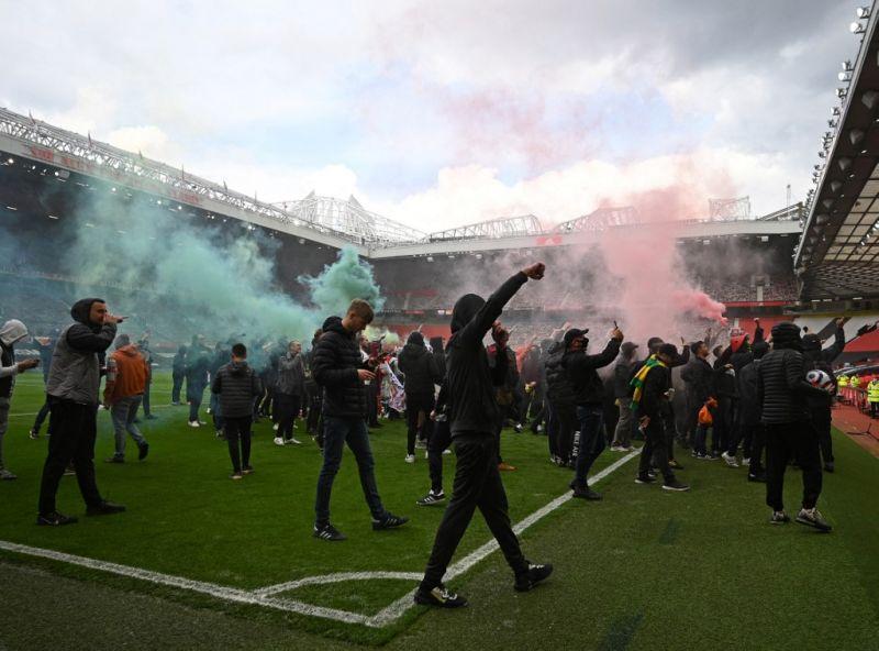 Óriási botrány Manchesterben: a tulajdonosok ellen tüntettek a szurkolók, betörtek az Old Traffordra