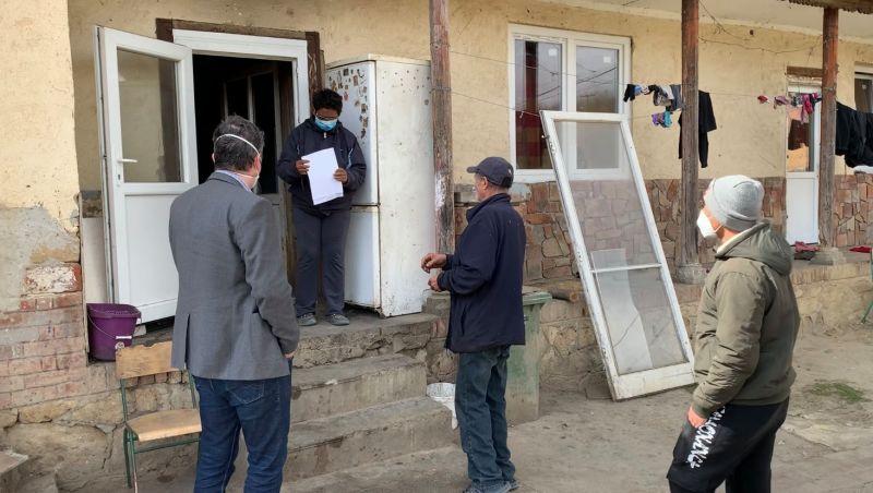 Nagyon aljas szorit osztott meg Hadházy Ákos egy roma család és egy polgármester konfliktusáról