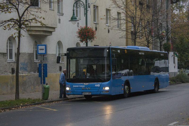 Összeverekedett két férfi egy csepeli buszon nem helyes maszkviselés miatt