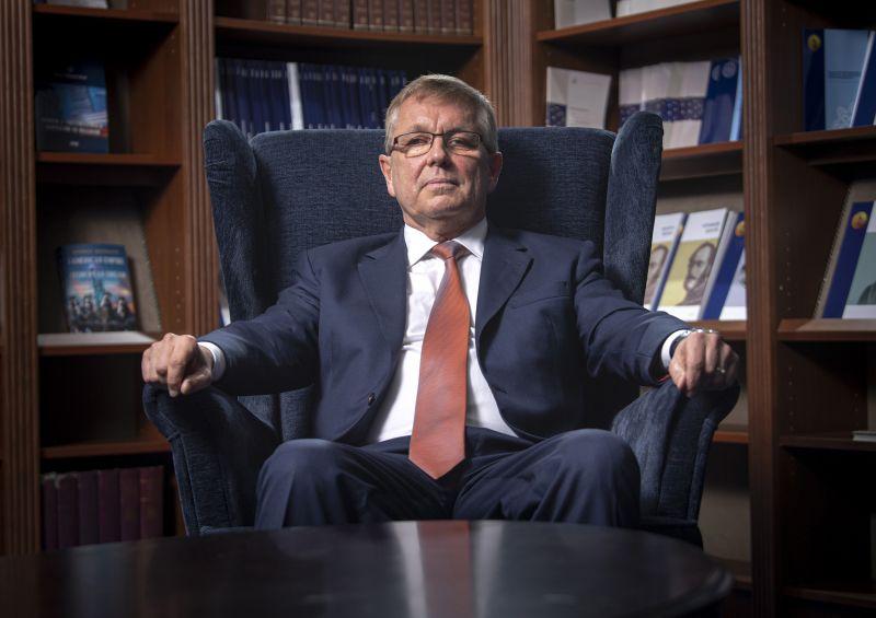 Matolcsy szerint Magyarország számára az Egyesült Arab Emírségek a követendő példa