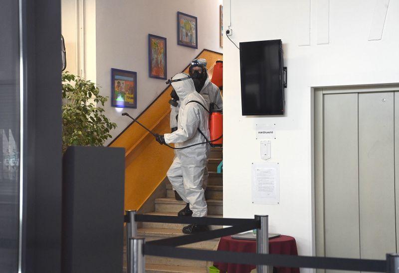 Nem tartotta biztonságosnak a nyitást, otthomaradt a tantestület – Mindenki fegyelmit kapott