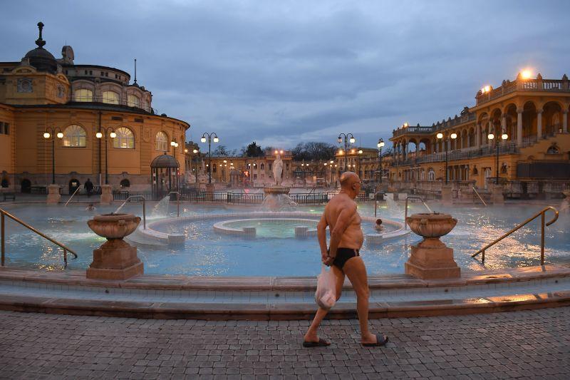 Ekkor nyithatnak Magyarországon a szállodák, a fürdők, a mozik, a színházak