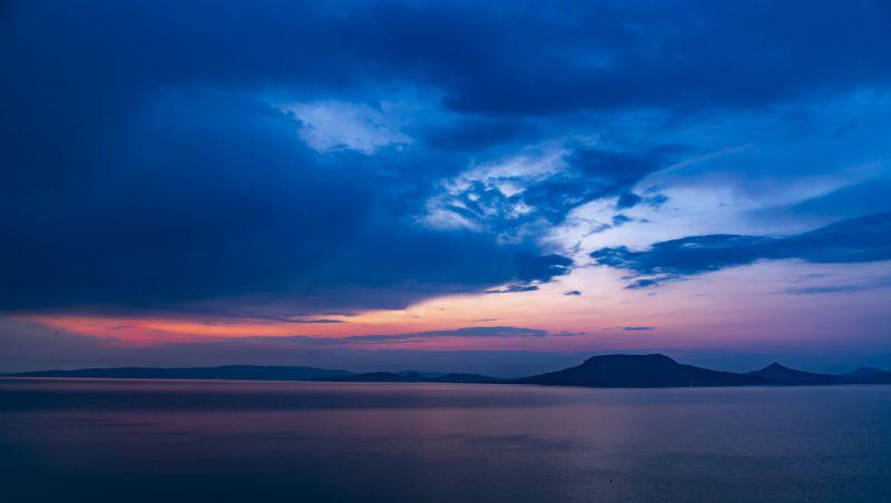 Ilyen komolyan nézett ki a vihar utáni naplemente a Balatonon!