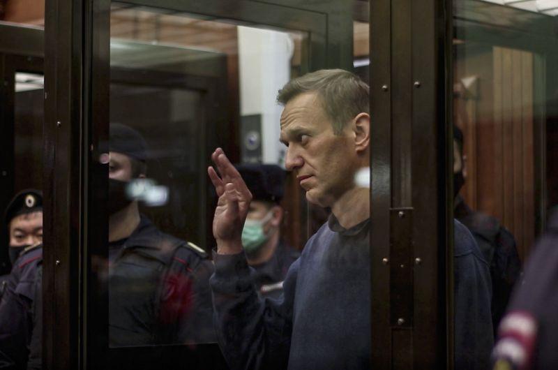 Mégis megpróbálják megmenteni a kritikus állapotban lévő Navalnij életét