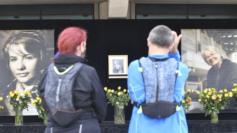 Áder János és felesége is lerótta tiszteletét Törőcsik Mari előtt – fotók
