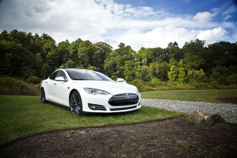 """""""Nem volt bekapcsolva a robotpilóta"""" – mondta Elon Musk a halálos Tesla balesetről"""