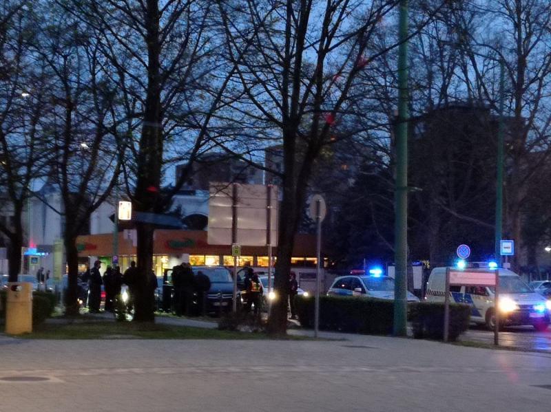 Óriási indulatok Dunaújvárosban: 100 fős, biztonságiakból álló banda próbált berontani a vasgyárba