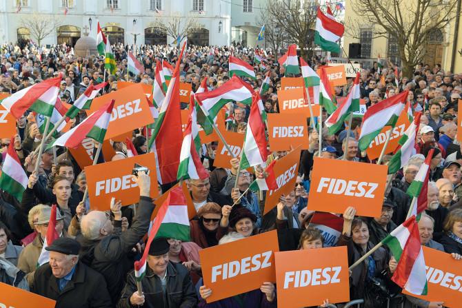 A fiatalok többsége kormányváltást akar, de 30 év alatt is a Fidesz a legnépszerűbb