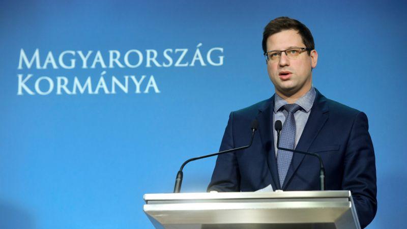 Karácsony szerint Gulyás Gergely nem létező adatokkal dobálózott és fogalma sincs, honnan vette a miniszter, hogy több a hajléktalan Budapesten