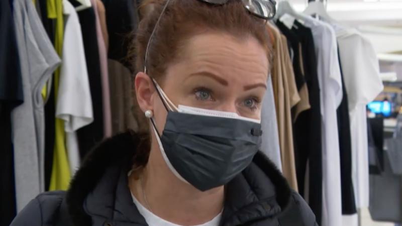 Dobó Kata három maszkkal, már nyitáskor ott volt a szerdai boltnyitáson