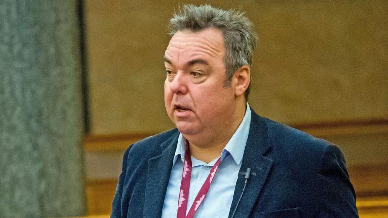 L .Simon László miniszteri biztos lesz