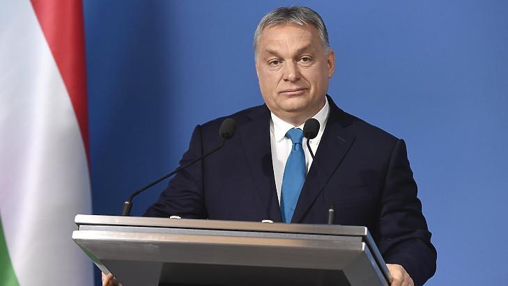 """Betiltottak egy Orbán Viktort kritizáló videóüzenetet: """"Tiltsátok be Orbánt"""""""
