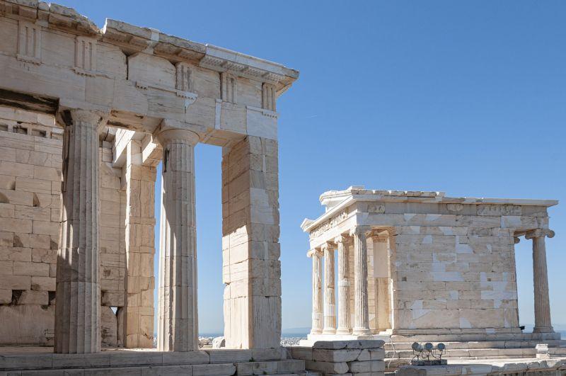Görögország újabb országok turistáinak karanténkötelezettségét oldotta fel, az olaszok is lazítanak
