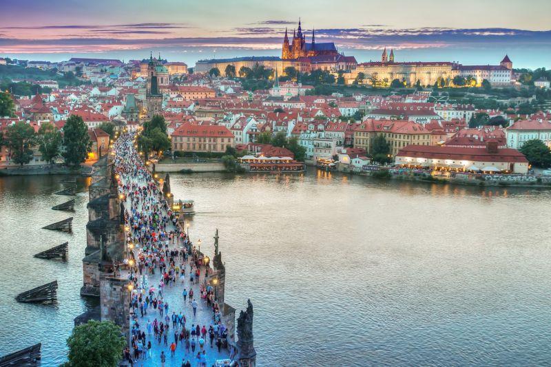Prága 18 orosz diplomatát utasított ki – már készül a válaszlépés