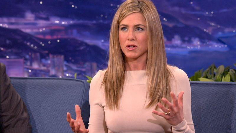 Jennifer Aniston anya lesz