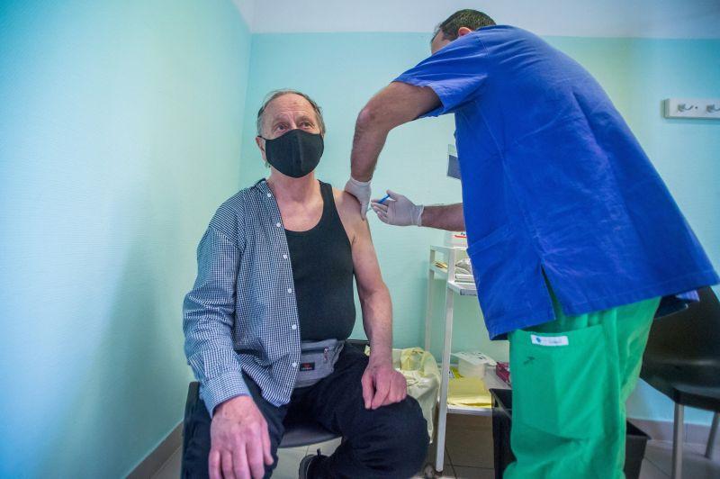 Az osztrákok egymillió adag Szputnyik V vakcinát vásárolnak