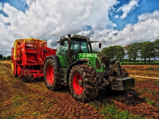 Traktor gázolt halálra egy férfit Debrecen külterületén