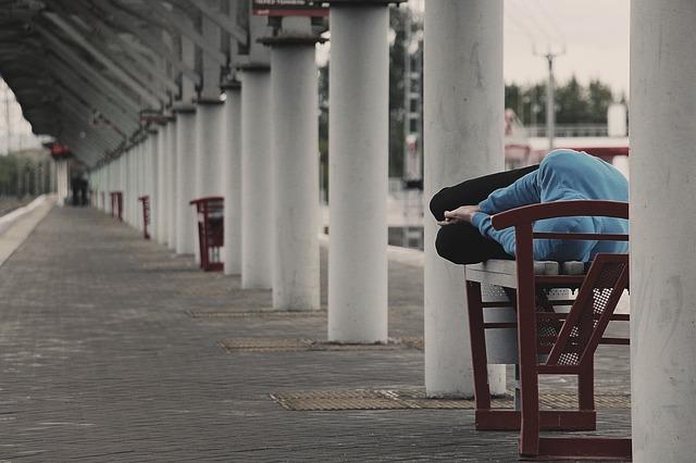 180 ezer forintra büntettek egy hajléktalant húsvétkor, mert az utcán sétált éjszaka