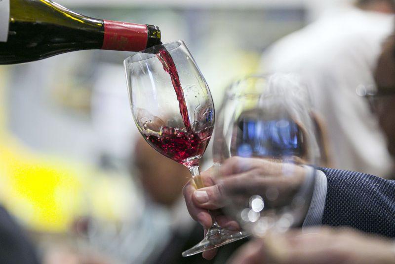 Szabad alkoholizálni oltás után? Végre megérkezett a tudományos válasz