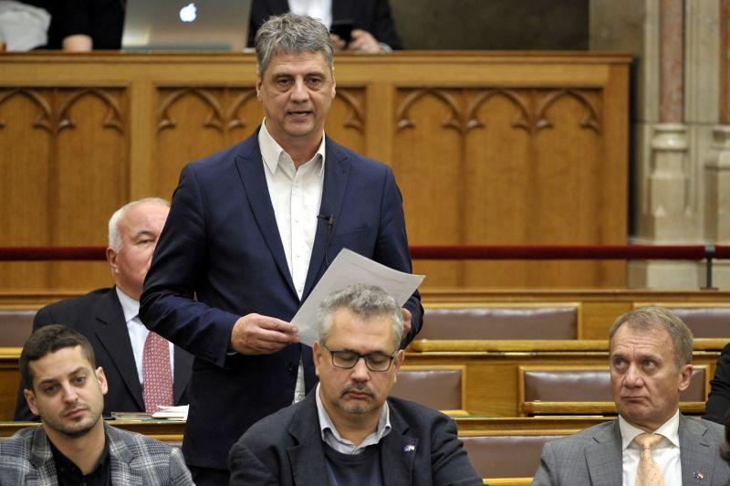 Hihetetlen, de igaz: a DK politikusa jogerősen nyert a Pesti Srácok ellen