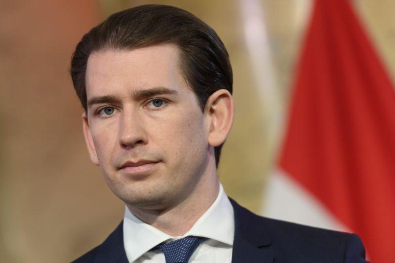 Rabosítják az osztrák kancellárt, mert nem mondott igazat