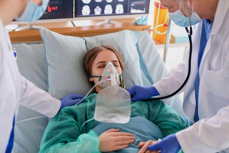 Ezer fő alá csökkent az új fertőzöttek száma