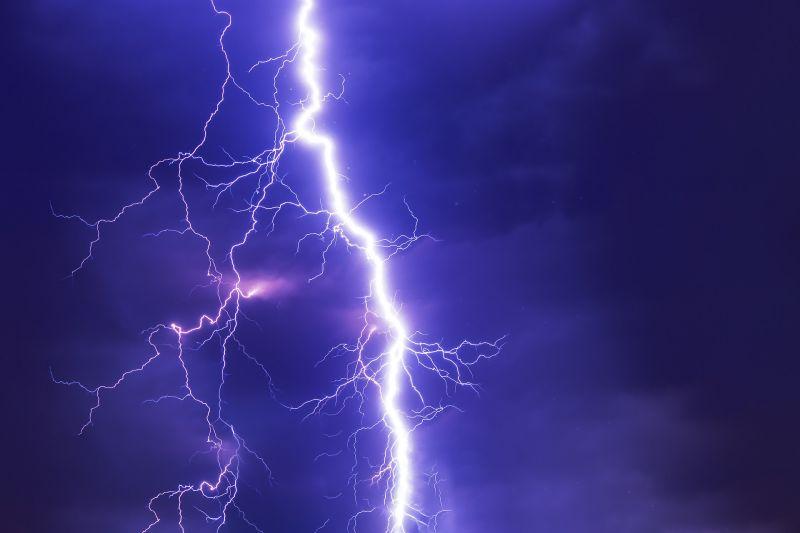 Zivatarok készülődnek, riasztást adott ki a meteorológiai szolgálat