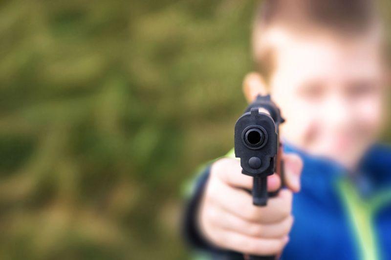 Agyonlőtte ötéves öccsét a nyolcéves kisfiú