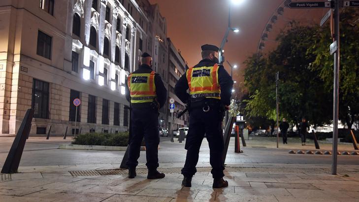 A kijárási tilalom eltörlését javasolja a kormány