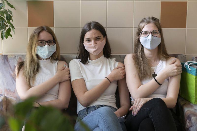 Őrületes mennyiségű Pfizer-vakcina érkezik Magyarországra