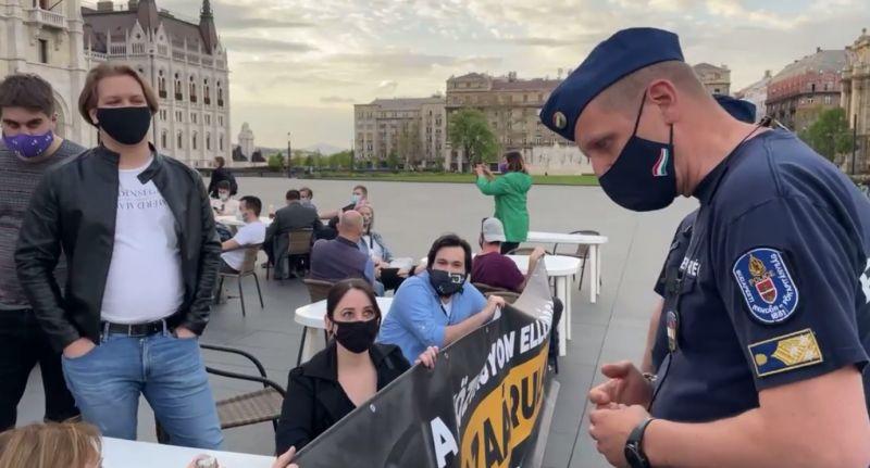 Nem tudtak mit kezdeni a rendőrök a Momentum szombati akciójával