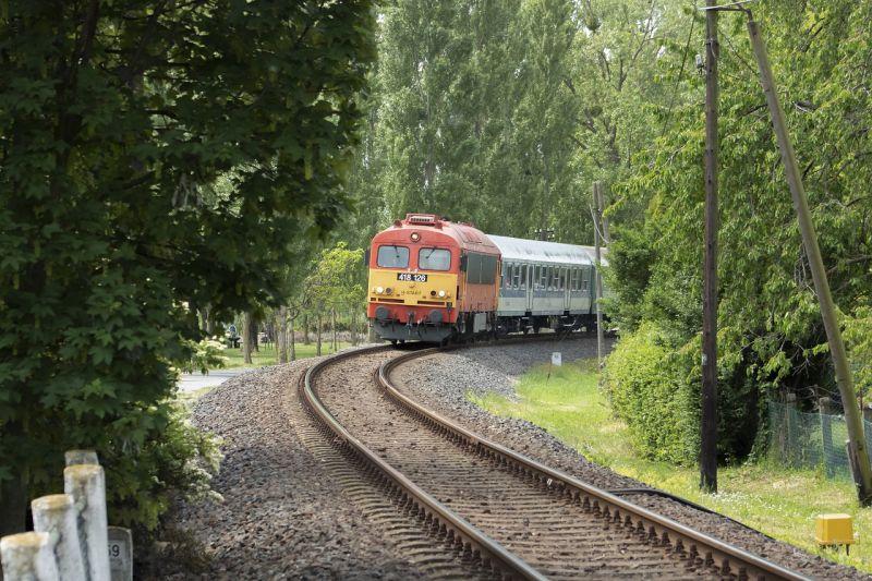 Hétfőtől a Pécs-Gyékényes vasútvonalon több helyen is előre kell jelezni a leszállási szándékot