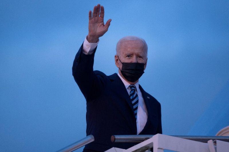 Joe Biden megérkezett Nagy-Britanniába, Erzsébet királynővel is találkozik